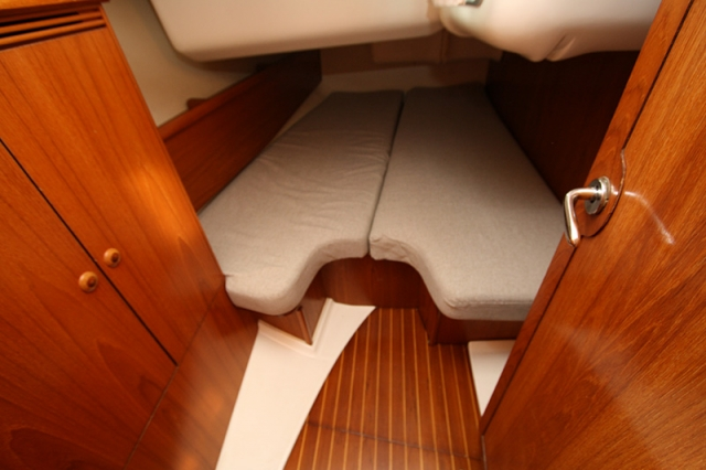 Iznajmljivanje kabine na jedrilici sa skiperom